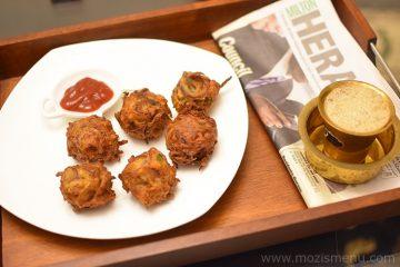 Onion Pakora / Onion Pakoda / Onion Pakodi / Vengaya pakoda / Crispy Onion Fritters