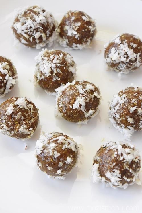Coconut Dates Energy Bites / Energy Balls