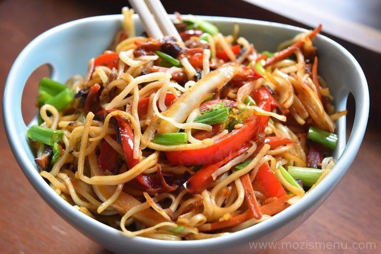 Indo chinese veg hakka noodles chow mein mozis menu freerunsca Gallery